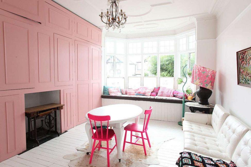 Warna harus berada di dalam rumah yang sederhana
