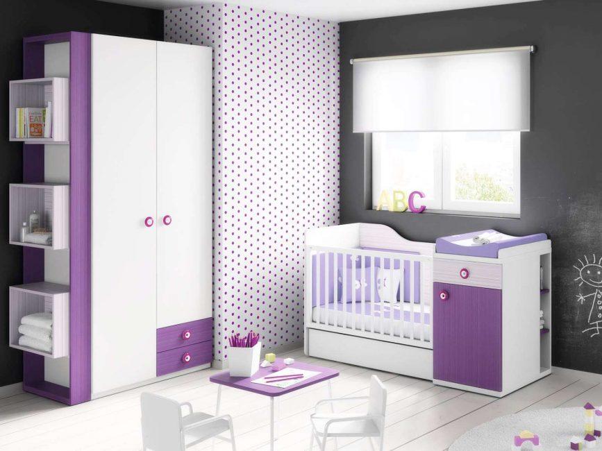 Kelihatan menarik di dalam bilik bayi yang baru lahir