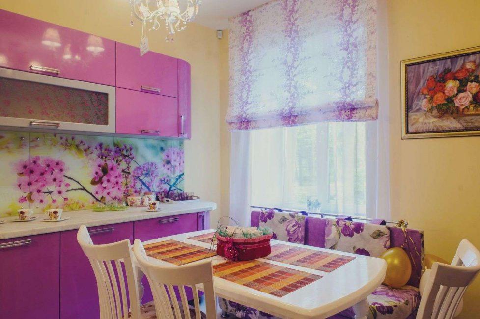Langsir ungu untuk dapur