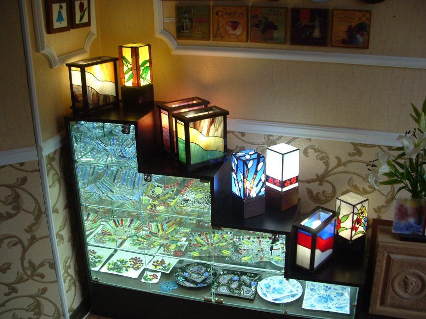 Arka ışık, LED şerit kullanılarak yapılır