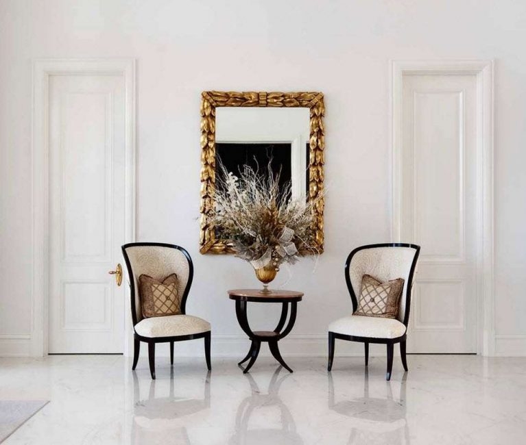 Perabot yang indah dipilih adalah kunci kepada reka bentuk yang berjaya.