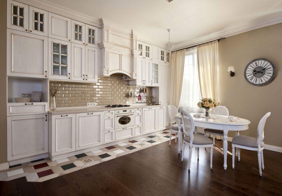 Gaya Provence dibezakan oleh percintaan motif.