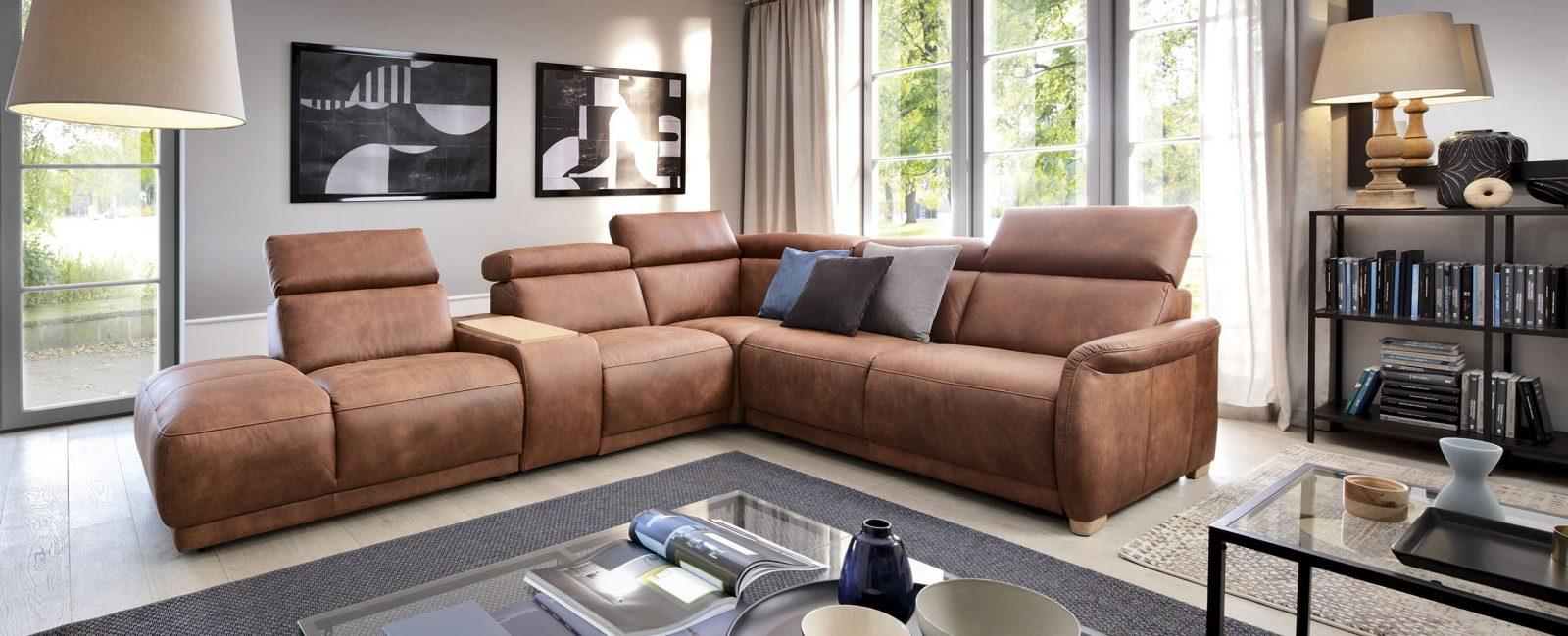 Sofa kulit yang bergaya dan bergaya