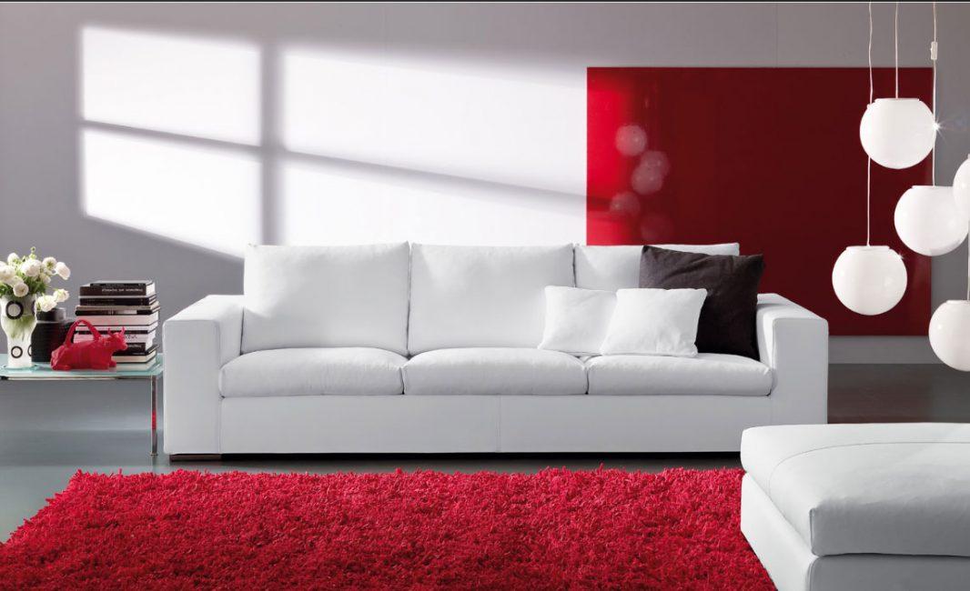 Sofa putih dikemas kini