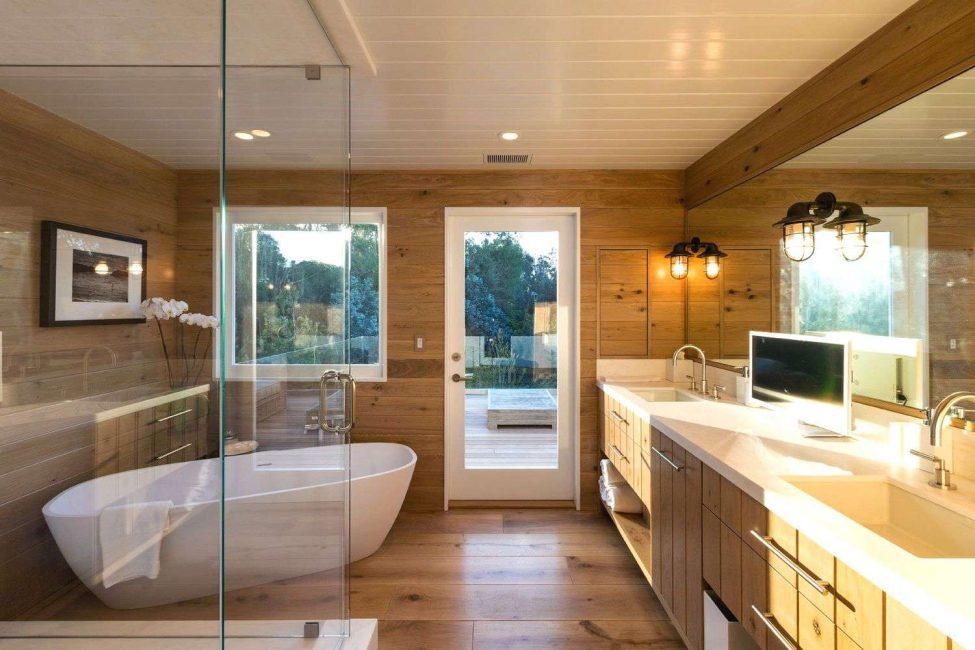 Parlak, güzel banyo