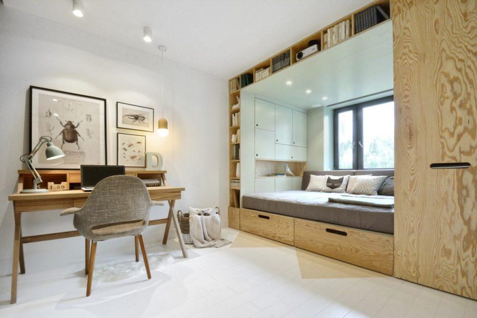 Katil ini menjimatkan ruang.