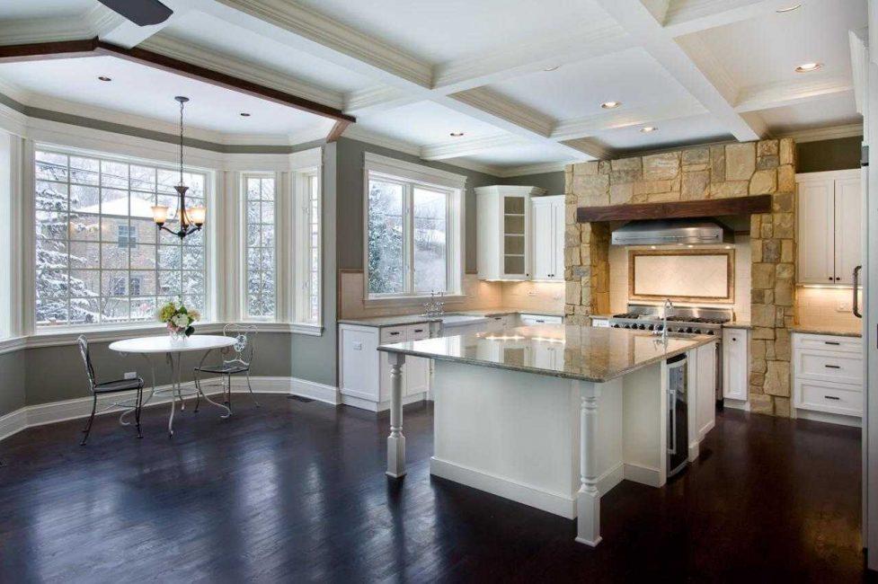 Dapur yang luas untuk rumah negara