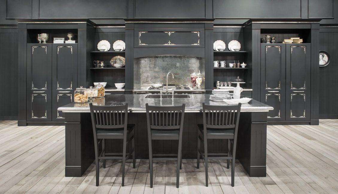 Kabinet dapur hitam di pedalaman