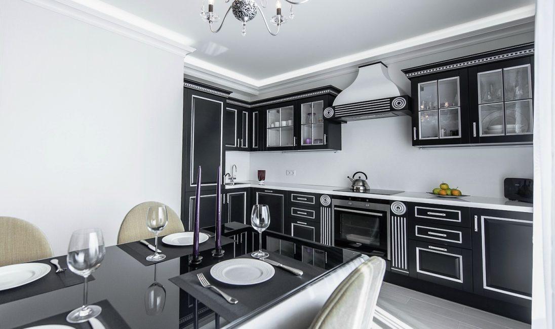 Dapur penjuru dengan kabinet