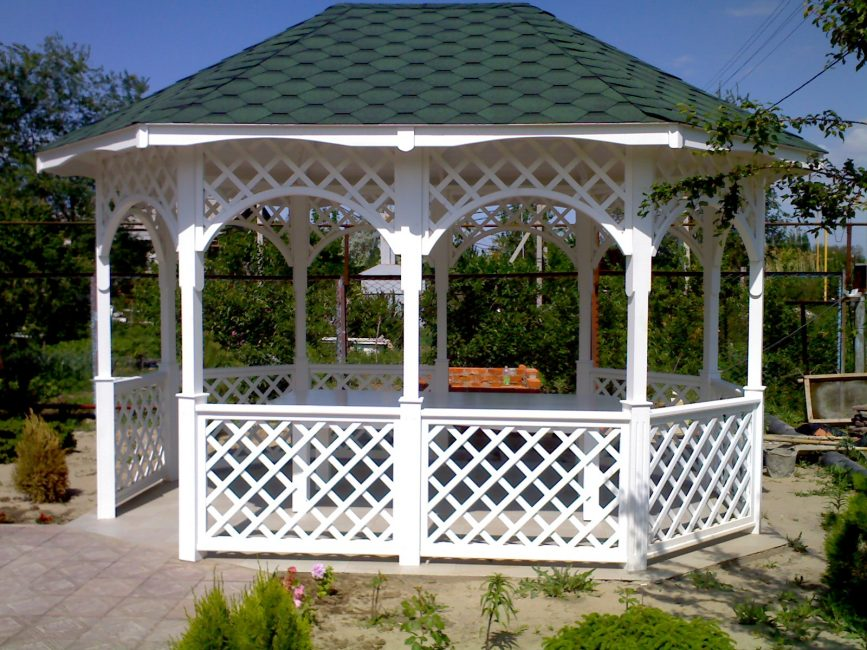 Tree - a good option for choosing a future gazebo