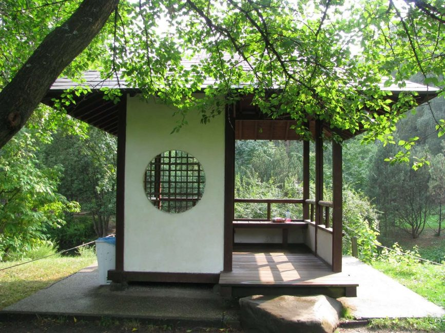 We build an arbor in oriental style