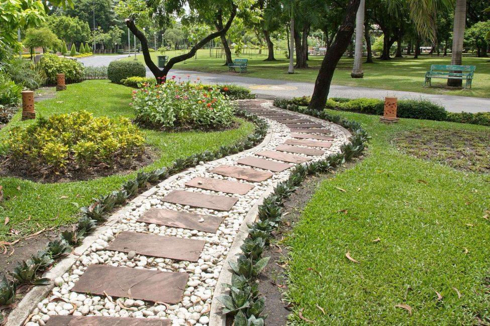Chemins de jardin faits à la main