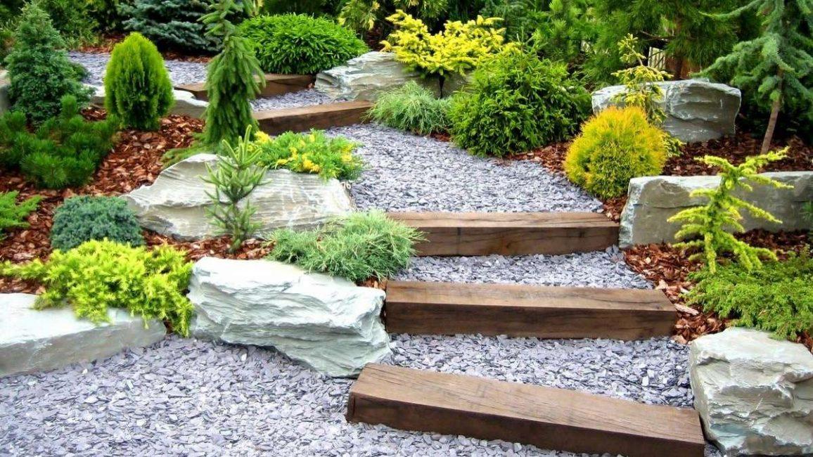 Avec l'aide de gravier, vous pouvez créer un chemin de n'importe quelle forme.