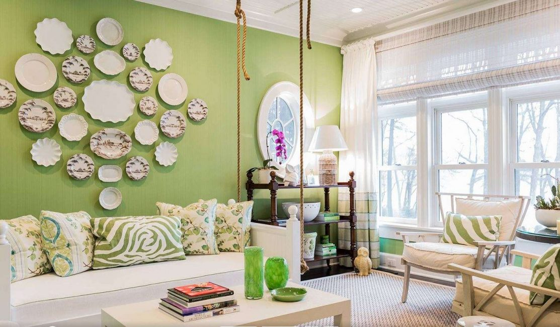 Ruang tamu yang selesa dengan warna-warna cerah