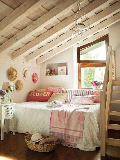Tempat tidur adalah lebih baik untuk meletakkan berhampiran dinding