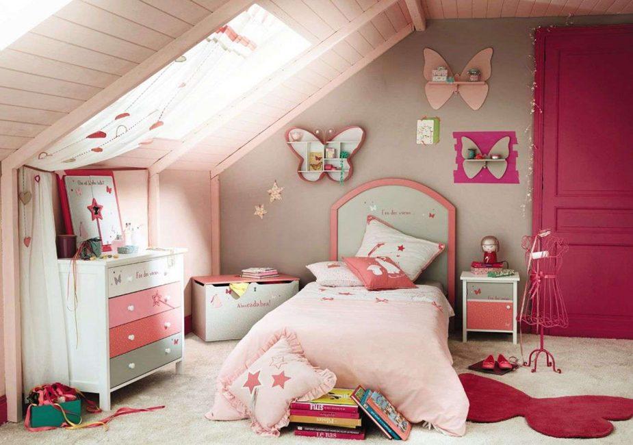 Dengan warna merah jambu yang kaya menggembirakan