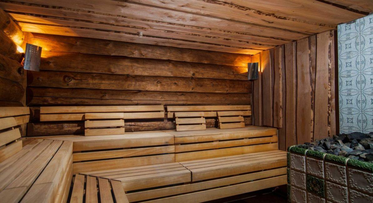 Kompor dan rak diletakkan di dalam bilik stim.