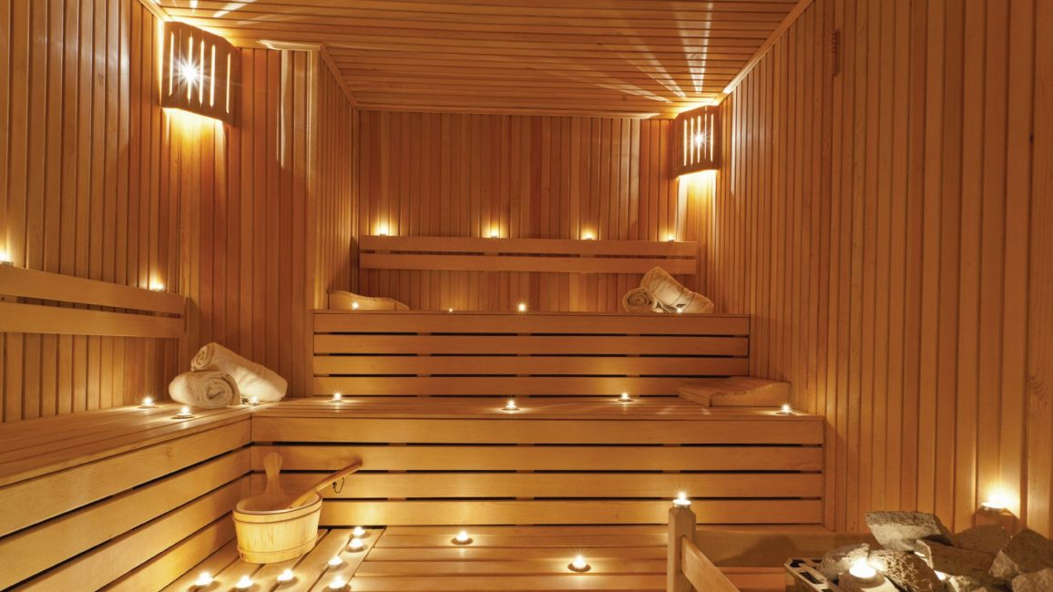 Sauna Finland - batu pemanasan kering membawa kayu