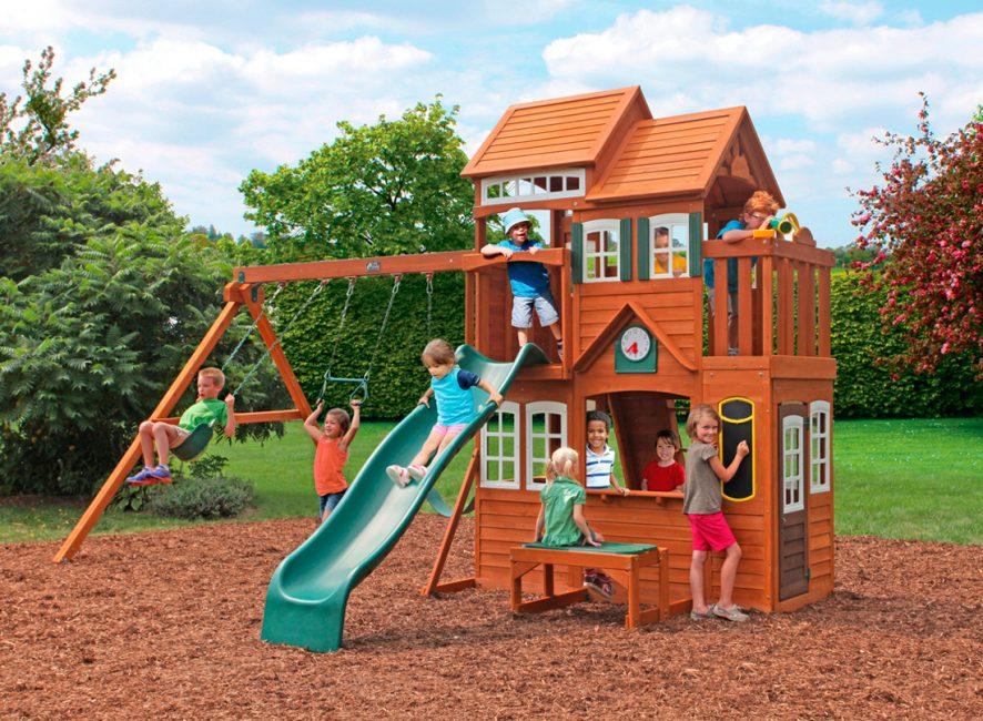 Rumah dengan taman permainan