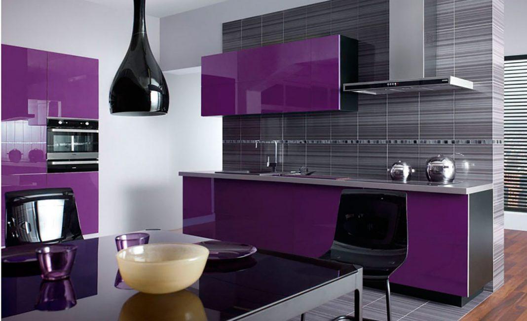 Violet sering digunakan sebagai tambahan kepada warna lain.