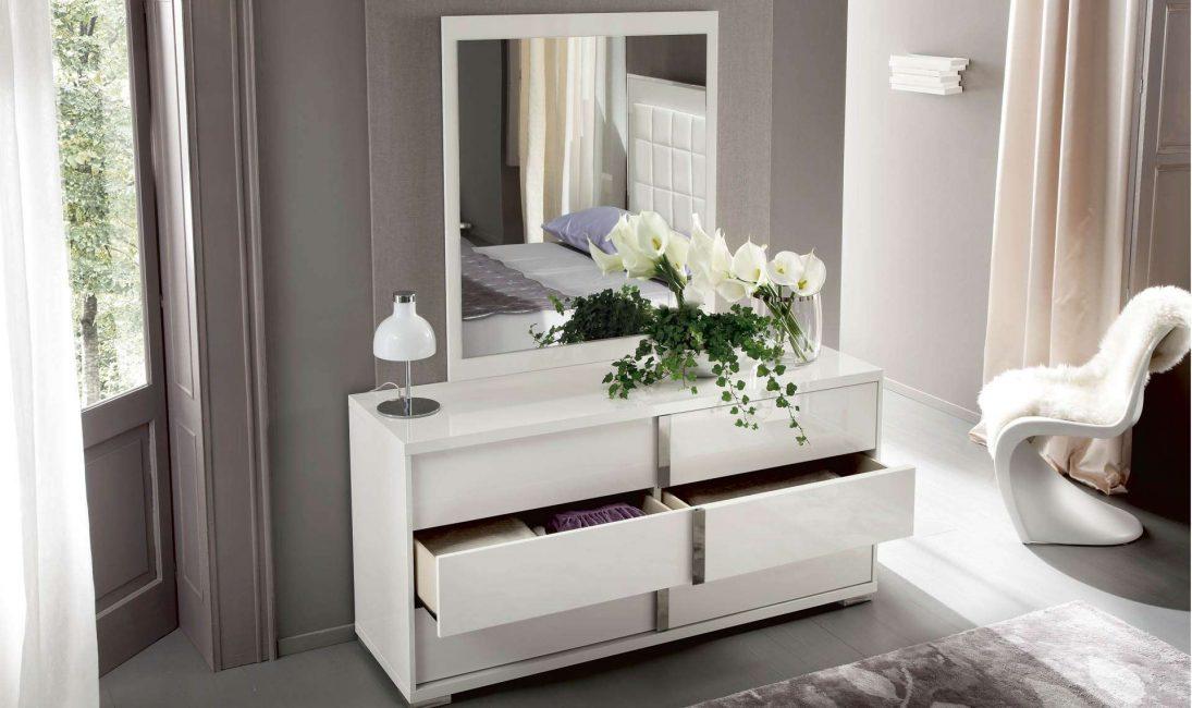 Perabot putih cantik di pedalaman