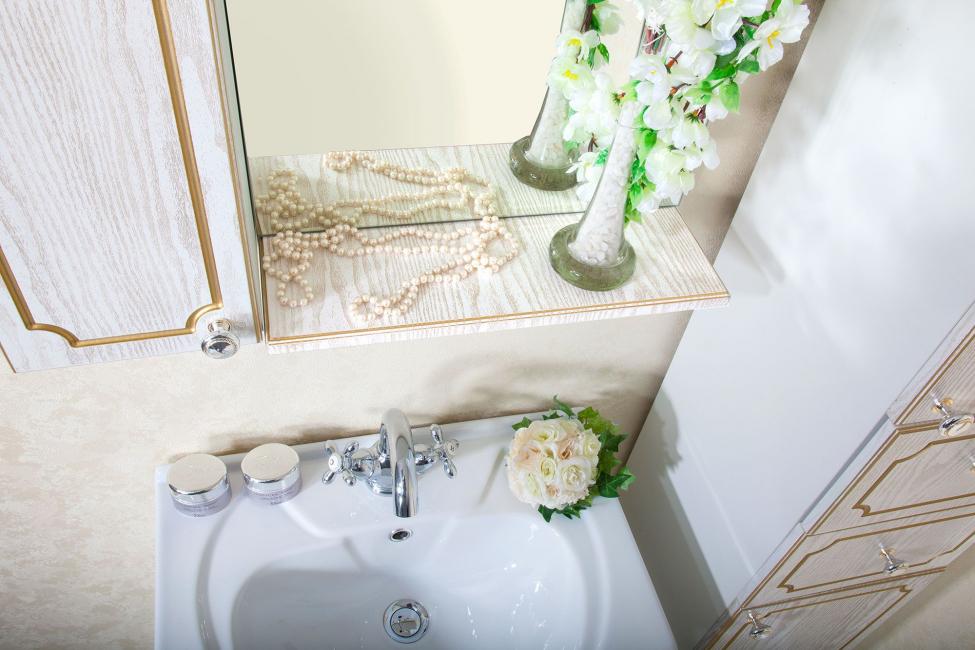 Sedikit emas ditambahkan ke bilik mandi