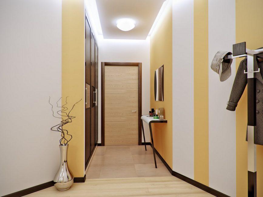 Di koridor yang sempit - tiang sempit