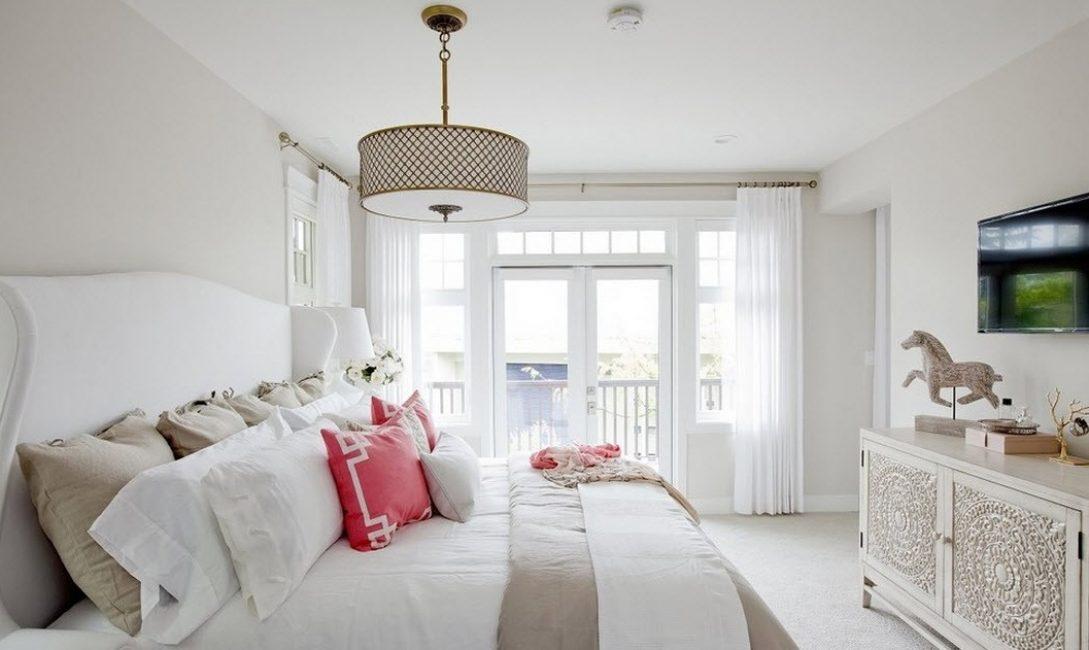 Untuk bilik tidur adalah lebih baik untuk memilih dengan lampu lantai terang