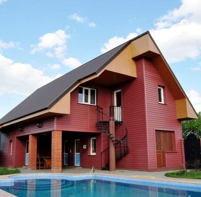 Dengan memasang mendatar rumah kelihatan lebih luas.