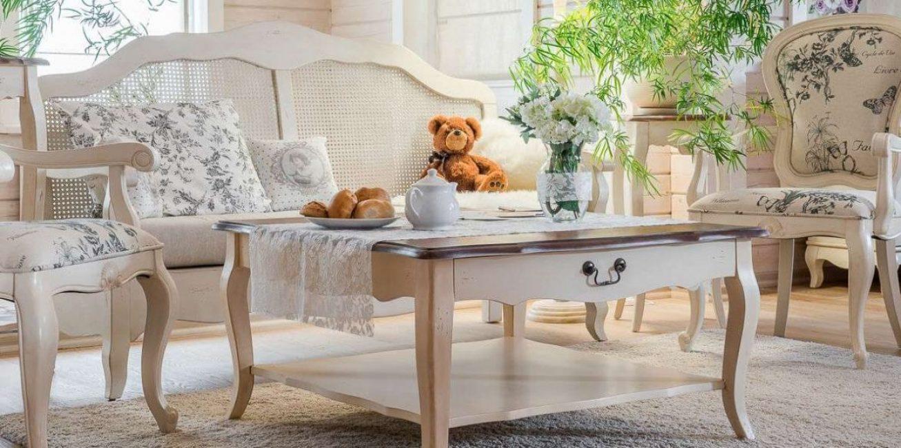 Meja harus harmoni dengan perabot di dalam bilik.