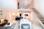 Reka bentuk dalaman rumah bandar dalam gaya moden: 155+ (Foto) projek untuk ruang tamu, dapur, halaman