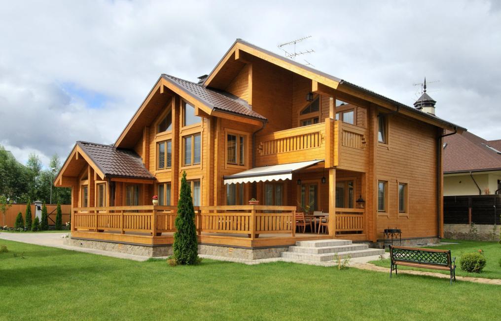 La construction de la maison en bois