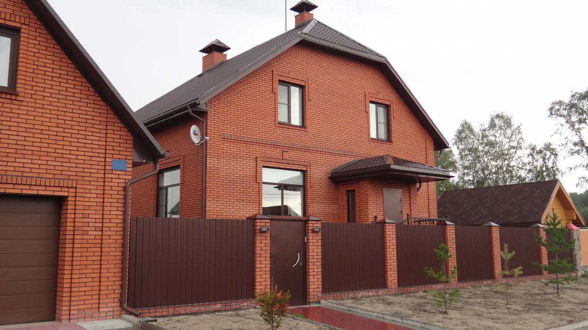Garniture de brique rouge