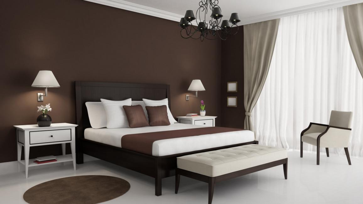 Beyaz ve kahverengi yatak odası