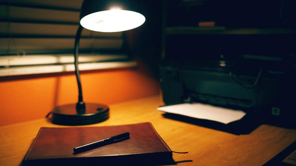 Lampu lantai untuk desktop