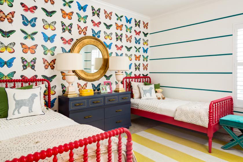 الفراشات على الجدار: 140+ (صور) ديكورات جميلة في الداخل