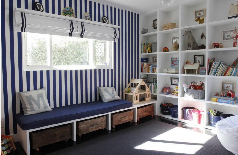 Rak adalah perabot serba boleh dengan fungsi hiasan.