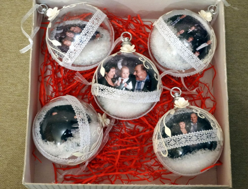 Bola Krismas dengan foto keluarga