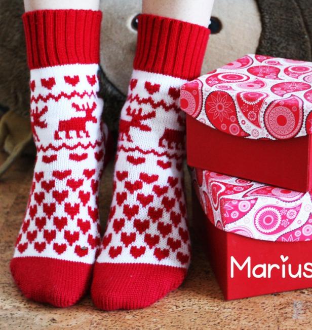 Kaus kaki Krismas dengan rusa - memanaskan orang tersayang anda
