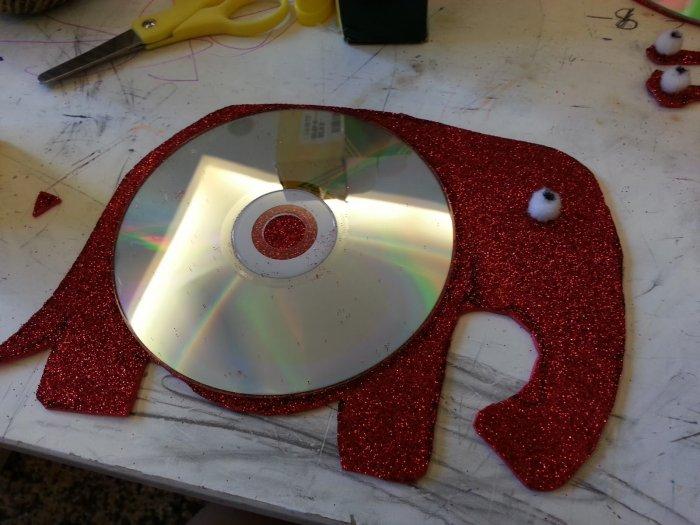 Gajah gajah kecil dari cakera