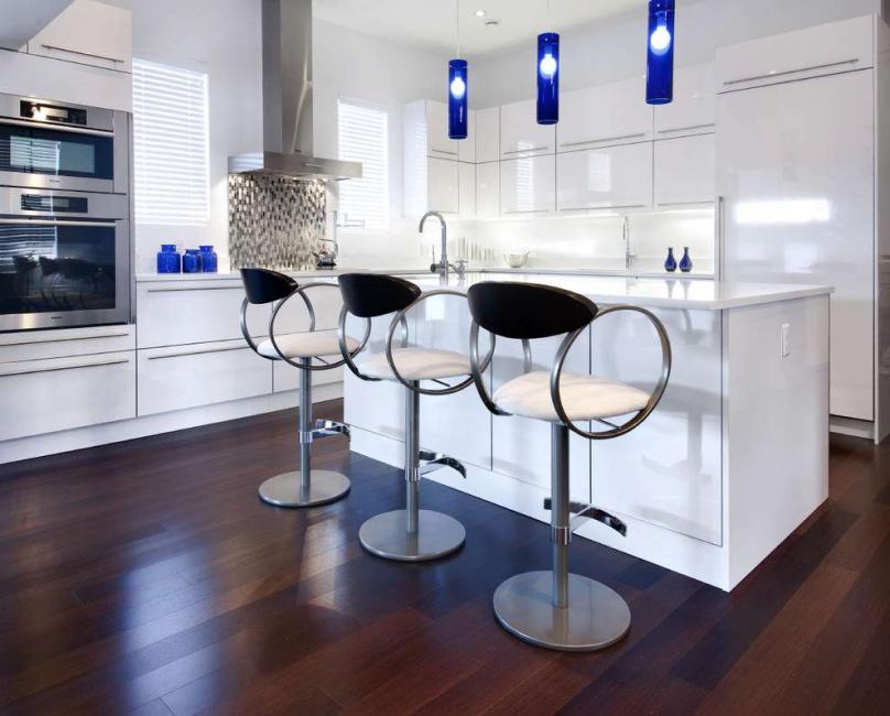 Ketinggian kerusi dipilih di bawah bar counter