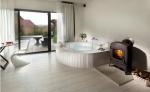 Χαρακτηριστικά του σχεδιασμού ενός μπάνιου με τζακούζι στο εσωτερικό του σπιτιού και του διαμερίσματος (120 + φωτογραφία). Προσιτή πολυτέλεια με οφέλη για την υγεία. Τι πρέπει να ξέρετε;