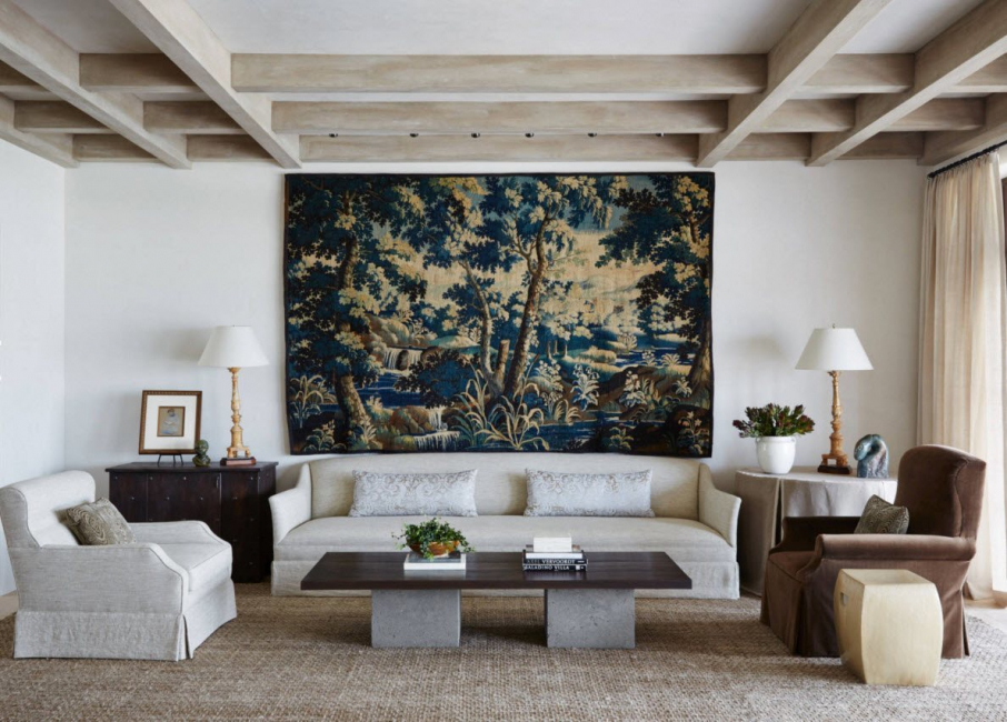 Lors du choix, nous tenons compte de la couleur et du design stylistique de la pièce.