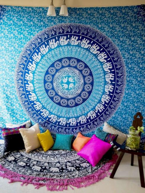 L'utilisation la plus commune des tapisseries reçues dans la création de tapis