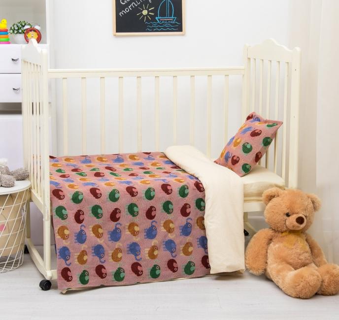 Couvre-lit avec des éléphants célestes pour la chambre des enfants