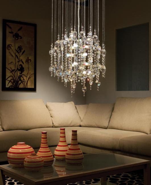Penempatan candelier di atas sofa