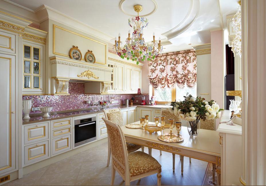 Pencahayaan gaya klasik di dapur tidak seharusnya terlalu terang - ideal, lembut.