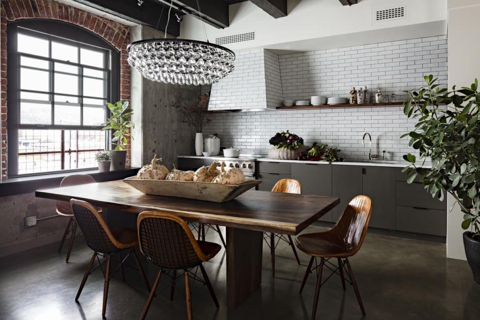 Dans le style loft - la combinaison classique de métal et de verre