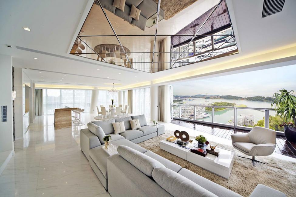 Ruang tamu monokrom udara yang terang dan penuh udara