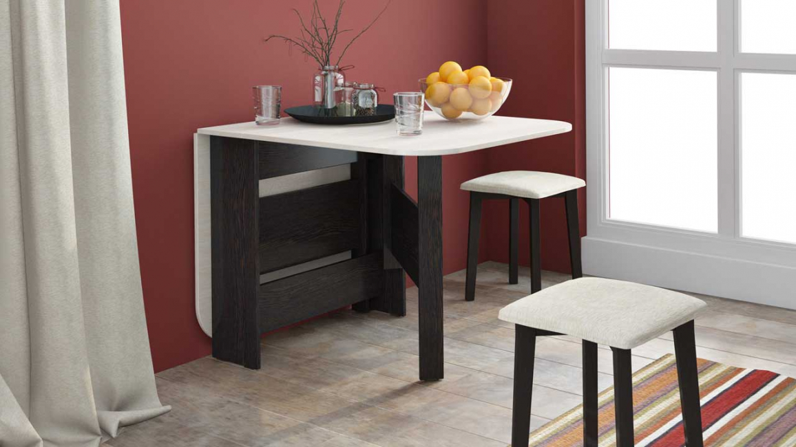It is very convenient to use a table that unfolds when necessary.